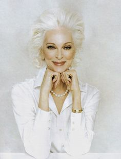 Speechless. What a beautiful, elegant woman. I hope that I can look as beautiful as this woman.