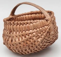 """SHENANDOAH VALLEY OF VIRGINIA RIB-TYPE WOVEN SPLINT MINIATURE BASKET, white oak, finely woven kidney form with double rim and low arched handle. Original dry natural surface. Probably Augusta or Rockingham Co. Second quarter 20th century. 2 1/4"""" HOA, 1 3/4"""" H rim, 2 1/4"""" D rim."""