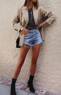 15 ideias de looks com blazer e short jeans - Guita Moda Short Jeans, Blazer E Short, Jean Short Outfits, Modest Summer Outfits, Outfits Casual, Blazer And Shorts, Summer Outfits For Teens, Spring Outfits Women, Blazer Dress
