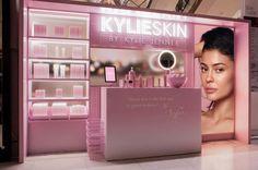 Kylie Pop Up Shop, Pop Up Shops, Beauty Bar, Beauty Shop, Kylie Jenner Room, Skincare Packaging, Beauty Salon Interior, Exhibition Stand Design, Celebrity Beauty