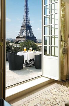 Rofftop Dining with Eiffel Tower View, Shangri-La Hotel Paris vossy.com
