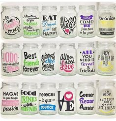 frascos con color sorbete frases decorados personallizados Savings Box, Candy Packaging, Vintage Jars, Neon Party, Cool Mugs, Bottle Painting, Mocca, Candy Shop, Valentine Gifts