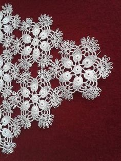 This Pin was discovered by Emi Thread Crochet, Filet Crochet, Crochet Doilies, Crochet Flowers, Crochet Lace, Needle Tatting, Needle Lace, Hobbies And Crafts, Diy And Crafts