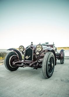 A Collection of Classically Cool Race Cars – Garden & Gun Sport Cars, Race Cars, Alfa Romeo 8c, Lux Cars, Hand Photo, Car Magazine, Low Country, Armored Vehicles, Model Trains