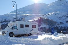 Everything you need to know about the motorhome site in Les Menuires ski resort. Skier, French Alps, Belle Photo, Motorhome, Recreational Vehicles, Service, Tips, Travel, Camper Trailers