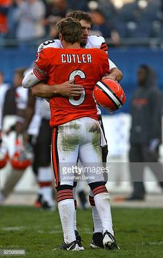 c334f607885d Derek Anderson of the Cleveland Browns hugs Jay Cutler of the Chicago Bears  at the end