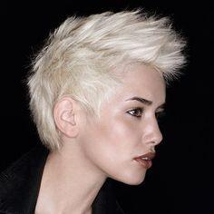 Wish I looked like this with this haircut! Sooooo hot! Pixie Haircut With Bangs