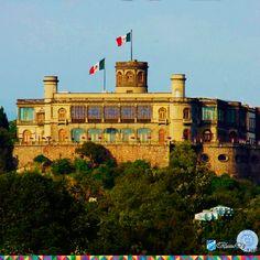 El Castillo de Chapultepec se construyó en 1785 por orden del Virrey Bernardo de Gálvez. Fue sede del Colegio Militar y escenario de la batalla de sus cadetes contra el ejército de los Estados Unidos de América en 1847.   Built in 1785 by order of Viceroy Bernardo de Galvez, Chapultepec Castle played host of the country's military academy and the battle between American forces and the school's cadets in 1847.