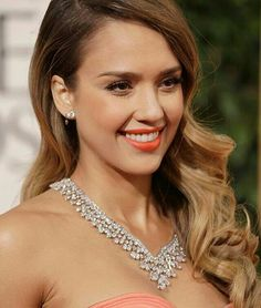 @gemmlisaw.   Jessica Alba wearing #harrywinston #jewelry to the #goldenglobes #redcarpet Just like #Tiffany, Harry Winston was a great American #jeweler. Winston was called the King of #diamonds long before #Graff opened his shop in London ‍♂️