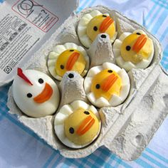 Hard Boiled Egg Chicks How adorable! Maybe I can get my toddler to eat eggs this way!