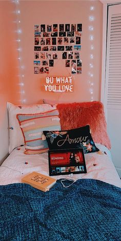 Lovely Gorgeous Bedrooms Dorm Room Decor That Will Inspire Some Big Ideas 10 - Dorm Room 2020 Cute Room Decor, Teen Room Decor, Dorm Room Decorations, Restroom Decoration, College Room Decor, Room Wall Decor, Room Art, Dorm Room Designs, Room Ideas Bedroom