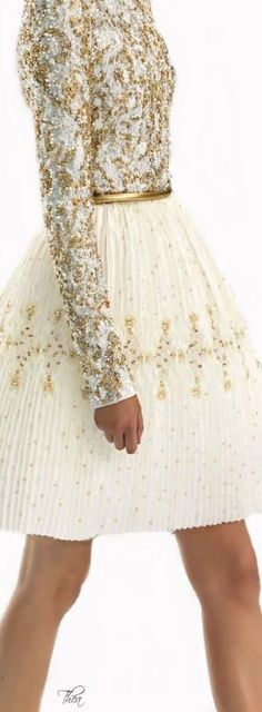 If this was longer I could see this as a beautiful wedding dress Chanel Haute Couture ● FW Fashion and Designer Style Haute Couture Style, Couture Mode, Couture Fashion, Runway Fashion, Chanel Couture, Couture Details, Fashion Details, Love Fashion, High Fashion