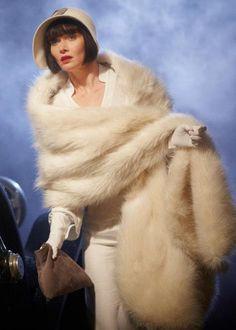 Miss Fisher's Murder Mysteries. Series Episode Death at Victoria Dock. Essie Davis as Phryne Fisher. 20s Fashion, Fashion History, Retro Fashion, Vintage Fashion, Belle Epoque, Looks Style, My Style, Retro Mode, Bolero