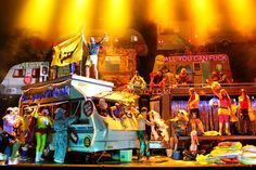 2010 De Vlaamse Opera Calixto Bieito production- assemblage of trailers, very busy stage, bright colors, comic/grotesque element emphasized