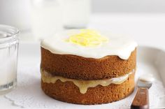 This lemon curd cake is the perfect mix of sweet and zesty flavours ready to tickle your taste buds! Lemon Curd Cake, Lemon Curd Recipe, Lemon Recipes, Sweet Recipes, Baking Recipes, Cake Recipes, Just Cakes, Cakes And More, No Bake Desserts