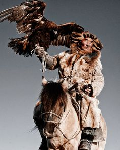Kazakh people - Mongolia From the series: Before they pass away by Jimmy Nelson Tribes Of The World, We Are The World, People Around The World, Around The Worlds, Der Steppenwolf, Eagle Hunting, Hunting Birds, Jimmy Nelson, Exposition Photo