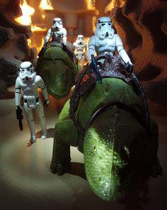 Vintage Stormtroopers, Vintage Dewbacks