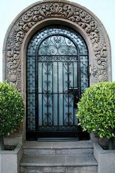 Door in Condesa, México City Grand Entrance, Entrance Doors, Doorway, Cool Doors, Unique Doors, Door Knobs, Knobs And Knockers, When One Door Closes, Iron Gates