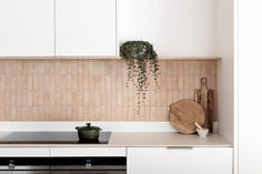 Project Felix by Leÿer - Project Feature - Australian Coastal Architecture - The Local Project Kitchen Splashback Tiles, Splashback Ideas, Splashbacks For Kitchens, Brick Tiles Kitchen, Timber Kitchen, Kitchen Cabinets, Timber Cabin, Tuile, Decoration Bedroom