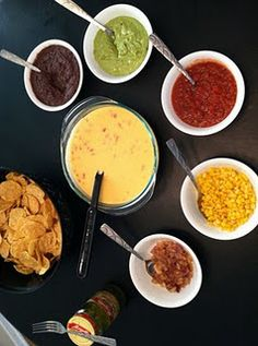 Family Fun Night - Nacho Bar :) Finger Food Appetizers, Appetizer Recipes, Anniversary Food, Great Recipes, Favorite Recipes, Nacho Bar, Family Movie Night, Evening Snacks, Game Day Food