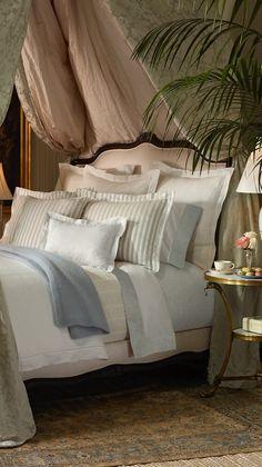 Ralph Lauren. Es siempre una combinación perfecta, blanco natural y rosas y…