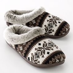 comfy slippers -- Not sure if these are men's or ladies...