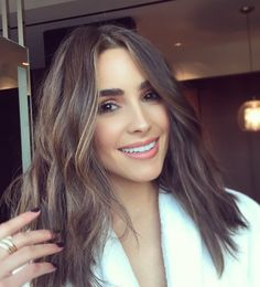 Olivia Culpo hair colour