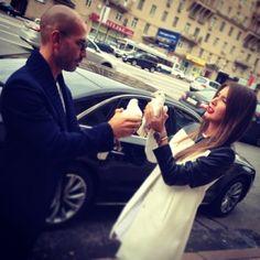 Кэти Топурия вышла замуж в мини-платье - http://spletnitv.ru/keti-topuriya-vyshla-zamuzh-v-mini-plate/