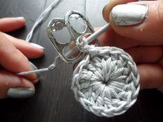 Interesting way to crochet:.  Incorporate aluminum soda can pull tabs (lacre, soda pop)