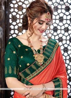 Cute Beauty, Beauty Full Girl, Beauty Women, Bengali Bridal Makeup, Indian Bridal Wear, Beautiful Saree, Beautiful Dresses, Bridal Hair Buns, Lovely Eyes