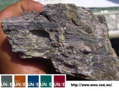 #unne#corporativo#transportes#cal#agregados#intermodal CORPORATIVO UNNE te dice¿Qué es un mineral? Un mineral esta compuesto por átomos químicamente unidos en una disposición ordenada formando una estructura cristalina concreta. La disposición ordenada se observa en objetos de formas regulares llamados cristales. La estructura cristalina esta dada por la carga de los iones y por su tamaño. . http://www.unne.com.mx/