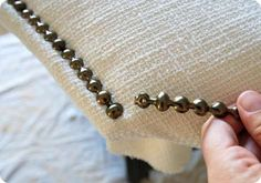 DIY nailhead upholstery - Did this for Kiyleana's headboard, only spray painted them silver Diy Headboards, Diy Upholstered Headboard, Headboard Ideas, Diy Fabric Headboard, Homemade Headboards, Studded Headboard, Queen Headboard, Fabric Sofa, Diy Pallet Projects