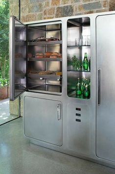 Abimis technology has designed a product that stores food in the best way possible, preserving its nutritional properties: the Cold Control System. Kitchen Plinth, Steel Kitchen Cabinets, Cooking Appliances, Home Appliances, Elegant Kitchens, Professional Kitchen, Stainless Steel Kitchen, Kitchens, Rv Camping