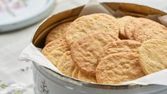 Piksrudkaker | Norsk tradisjonsmat Cookies, Desserts, Food, Crack Crackers, Tailgate Desserts, Deserts, Biscuits, Essen, Postres