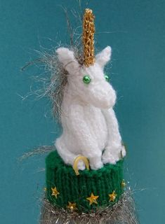 Design from The Big Knit. I became hooked on knitting these little hats. Cute Crochet, Crochet Crafts, Yarn Crafts, Crochet Toys, Unicorn Egg, Baby Unicorn, Knitting For Charity, Baby Knitting, Knitting Toys