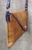 leather handbags and purses Leather Art, Sewing Leather, Leather Design, Leather Pouch, Leather Tooling, Canvas Leather, Leather Purses, Leather Handbags, Crea Cuir