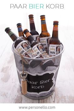 DIY Paar Bier Korb mit Wunschtext und coolen Vorlagen personalisieren… DIY Pair a couple of beer baskets with text of your choice and cool templates. unique for a birthday for men. Original Father's Day gift from – DIY gift ideas for men :] Diy Gifts For Christmas, Beer Basket, Ideias Diy, Diy For Men, Gift Baskets, Fathers Day Gifts, Mom Gifts, Birthday Gifts, Unique Gifts