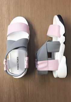 The Trandal Elastic Baby Pink is the perfect sandal for those who love wearing sporty outfits during the day. Made of a combination of non-leathers and neoprene, with an elastic in the ankle which provides a perfect fit. #veganshoes