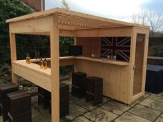 Amazing Shed Plans - bar de jardin DIY en bois Now You Can Build ANY Shed In A Weekend Even If You've Zero Woodworking Experience! Start building amazing sheds the easier way with a collection of shed plans! Outdoor Garden Bar, Diy Outdoor Bar, Backyard Bar, Outdoor Living, Outdoor Ideas, Outdoor Pallet, Backyard Sheds, Pergola Ideas, Woodworking Projects Diy