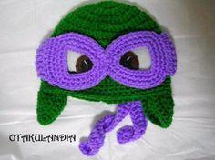 Gorro Donatello (Tortugas Ninja) con orejeras - hecho a mano en crochet para los que adoran a éstos peculiares héroes tan divertidos, el antifaz se adapta con un nudo simple detrás y va separado del gorrito... tu peque ¡no querrá quitárselo!