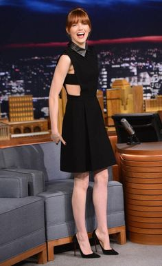 Emma Stone's outfit for her epic lip sync battle against Jimmy Fallon on his show is one of her best looks ever!!!!!!