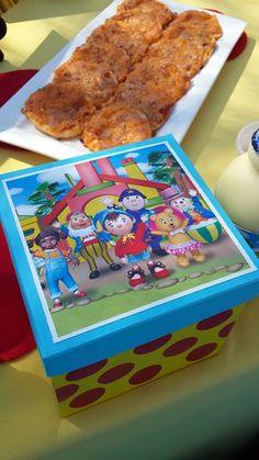 Noddy Party Favour Box Favor Boxes, Party Favors, Cooking Recipes, Ethnic Recipes, Food, Favour Boxes, Chef Recipes, Essen, Eten