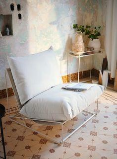 HAVSTEN Easy chair, in/outdoor, beige. Generous seats, fluffy cushions as well as elastic mesh fabric make the sofa comfortable. Outdoor Seat Pads, Outdoor Cushion Covers, Outdoor Cushions, Outdoor Armchair, Ikea Outdoor, Indoor Outdoor, Söderhamn Sofa, Cushions On Sofa, Ikea France
