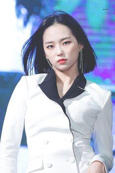 K-Pop Babe Pics – Photos of every single female singer in Korean Pop Music (K-Pop) South Korean Girls, Korean Girl Groups, Jang Yeeun, Rapper, Iconic Photos, Bts And Exo, Popular Music, Girls Generation, Kpop Girls