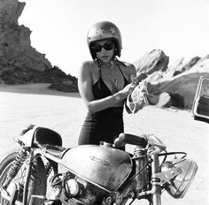 Cafe Racer Women : Photo