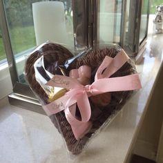 Hoop dat iedereen die iemand lief heeft of dierbaar vindt een warm hart heeft dat niet alleen chocola doet smelten!