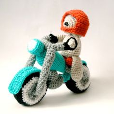 Motorbike and Pilot Dog amigurumi crochet pattern by MysteriousCats