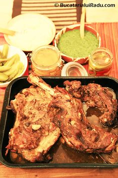 Cu o carne mai dulce mai moale si mai aromata decat cea de miel, friptura de ied inpanata la tava, desi se face la fel da rezultate nemaipomenite.