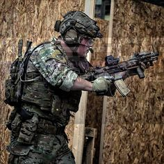 Digging this pic of myself from #strikeforcecqb, many more to come, as I said absolutely awesome weekend can't wait for the nest outing!  Should say thanks to @tom_c03 for letting me borrow his blaster and putting my shit on it as well :) Photocredit: @snook_snaps  #Worldairsoft #airsoftvideos #Airsoftinternational #Cobaltmilsim #Teamcobalt @cobaltmilsim #Scarve88 #CAG #CAGimpression #Contourcamera @contour_cam #Airsoft #Milsim #itsmilsimbro #HK416D #Eotech #EXPS3 #Surefire #M600V…