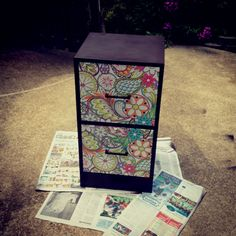 """Another pinner: """"Take mod podge and wrapping paper on the drawers and spray paint on the rest. Re-did my filing cabinet in less then a day! Trendy Furniture, Diy Furniture Projects, Furniture Makeover, Diy Projects, Furniture Design, Refurbished Furniture, Upcycled Furniture, Painted Furniture, Painted File Cabinets"""